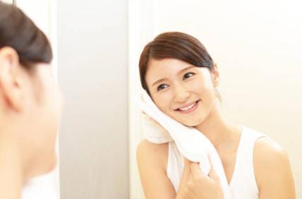 洗顔 にほんじんのストックフォト_-_iStock